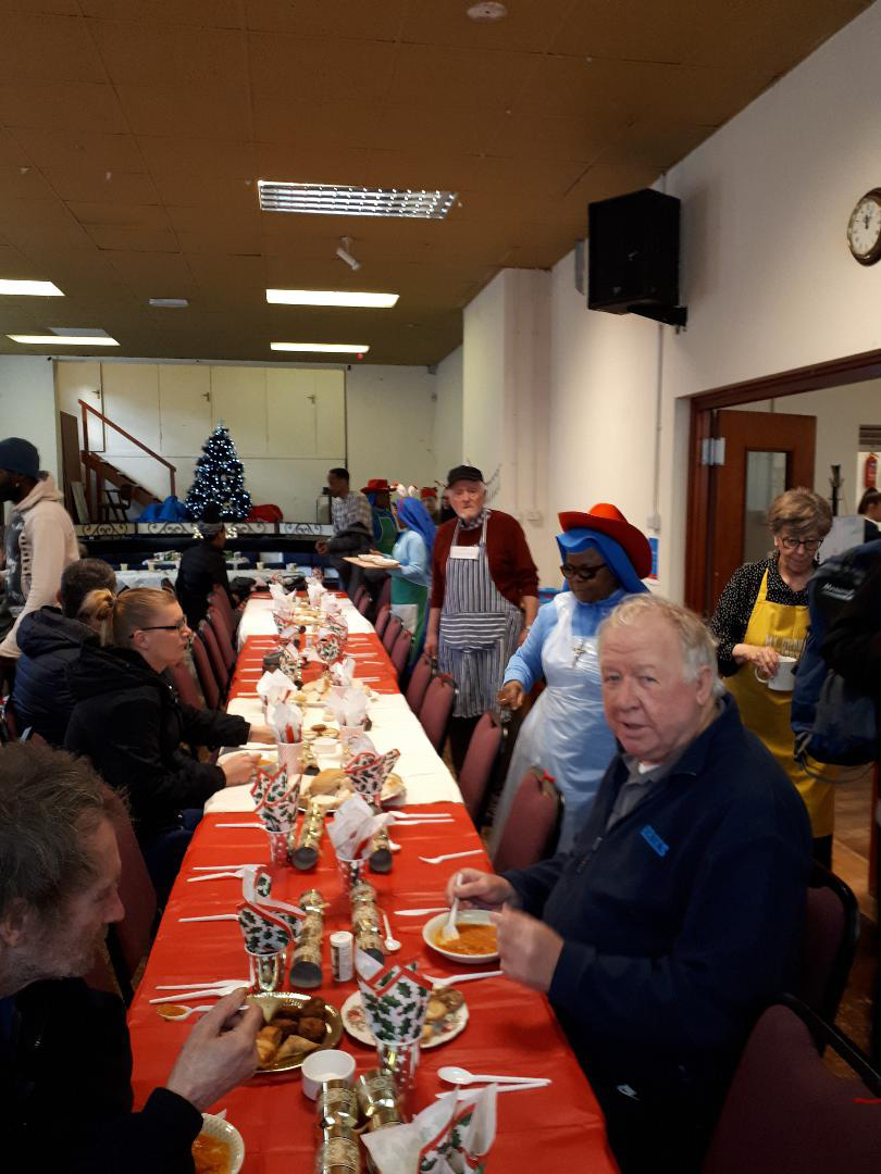 Christmas-dinner-with-the-homeless.